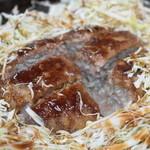 大木屋 - 2013.11 メンチカツをカットすると肉汁が溢れます