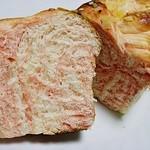 窯焼きパンの店 酪 - イチゴのクリームリッチロールの断面ですw これ美味いです(^ω^)