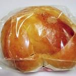窯焼きパンの店 酪 - 焙煎ピーナッツとゴマクリームのサンド 160円 (^^