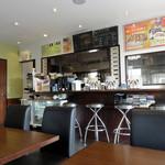 大和名物大餃子の店 サイヨー - 店内 カウンター&テーブルです。
