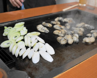 大木屋 - 2013.11 牡蠣の横でネギも焼きます