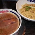 風雲丸 - 豚骨魚介つけ麺 750円(税込)