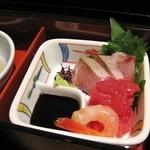 Secchuushunsaikagetsu - お造りアップ (天然ぶり、マグロたたき、甘エビ)