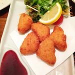 漁師居酒屋つねちゃん - カマンベールチーズのフライ。ブルーベリーソース添え。