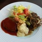 22432930 - 牛肉のスタミナ焼き・海老フライ・ハンバーグステーキ