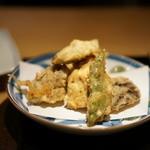 霞庭 まつばら - 牡蠣ときのこの天ぷら