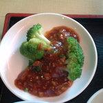 上海菜館 - ブロッコリーの付け合わせ