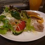 セブンストック - ランチのサラダと前菜盛り