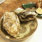 雅叙園 - 焼き牡蠣、美味しいに決まってます。味が濃いです~。