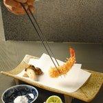 天雅 - 料理写真:カウンターで揚げたての天ぷらをお楽しみ頂けます