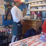 パリワール - Indian Restaurant Pariwar 信濃町店 禁煙の1階店内は10席のみ