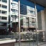 近江屋洋菓子店 - 古いオフィスビルのような