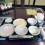 日光 翠園 - お皿には、店名がありました。白で統一されていました。