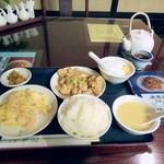 日光 翠園 -  油淋鶏+滑蛋蝦仁 ご飯、ザーサイ、スープ、杏仁豆腐 1890円。