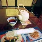 日光 翠園 - お茶とおしぼり。