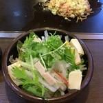 道とん堀 - 豆腐とチキンのサラダ