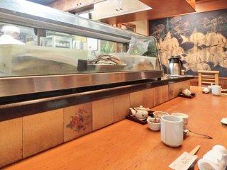 活魚料理ととや - <'13/11/12撮影>店内のカウンター席の風景です