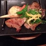 たなごころ - 犬鳴き豚 三段肉のニンニク麦味噌焼き