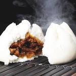 江戸清 - チャーシュー包(パオ) 1個500円 備長炭で丁寧に焼き上げた叉焼がたまりません!!