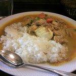ブラウニー - ベトナム風チキンカレー(ゆで卵付き、大盛り)