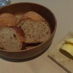 ロワゾー・パー・マツナガ - パン。バターはトラピストバターでした。