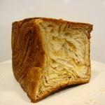 Bebe - 料理写真:メープルデニッシュ 半斤 280円くらいかな?