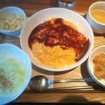 キッチン ハレヤ - オムライス¥600 +からあげ2個¥100
