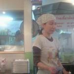パクチー丸太町 - タイ語のポスターなどがたくさんはられており、すごくタイ風の店内