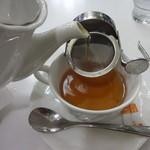 喫茶室ルノアール - ゆっくり注ぎます