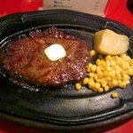 アミーゴ 錦糸町店 - これは1ポンドじゃなくて、ハーフポンドステーキです。