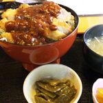 Erupisu - えるぴすカツ丼880円、残念ながらピンボケ(゚-゚)