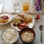 レストランロータス - 朝ご飯。那覇は曇り空。