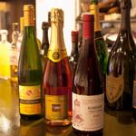 THE WINE BASE - 常時100種類をご用意。希少なワインに出会えます