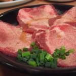 焼肉 牛太 - 焼肉はまず塩タンから♪軽く表面を炙ってレモンをかけてお召し上がり下さい。