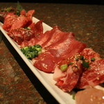 焼肉 牛太 - 赤肉のちょい盛りは2名様にぴったり色々をちょっとずつの食べ比べも楽しい。
