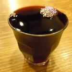 酒場 やまと - 赤ワイン♪グラス小さいです(笑)半端にゃい♪表面張力♪