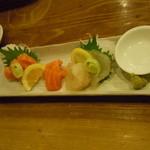 酒場 やまと - お刺身 サーモンと真鯛