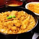 鶏の伊藤 - 料理写真:鶏めし定食 700円