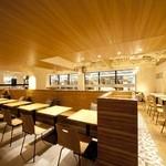 ベシャメルカフェ - 【店内】テーブル席②