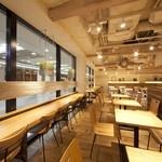 ベシャメルカフェ - 【店内】テーブル席④