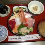 やすけ鮨 - ランチ海鮮ちらし定食
