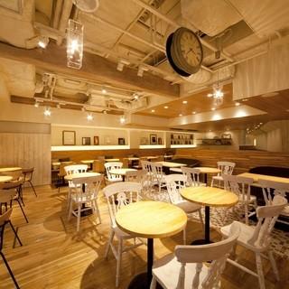 ★Wi-Fi・コンセント完備★スマート&多機能を備えたカフェ