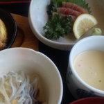 三平茶屋宮丸店 - 春雨サラダと茶碗蒸