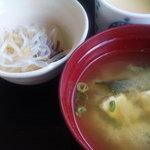 三平茶屋宮丸店 - 味噌汁