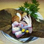 居酒屋 たば田 - 料理写真:秋の味覚・朴葉焼き756円