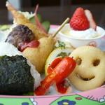レストラン 風車 - お子様ランチ(ジュース、おもちゃ付) 700円。※ご注文は小学校6年生まで