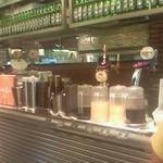 ポータルカフェ スバコ・JR京都伊勢丹店 - モーニングビュッフェのドリンクが並んでいます