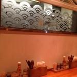 金星パスタ - ガラスの向こうが厨房です