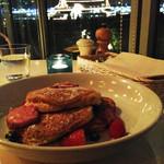 bills 横浜赤レンガ倉庫 - ビジュアル的には可愛らしいパンケーキと思いますが、むしろ、夜景のほうが楽しめました。                             黄昏時に食前酒でもゆっくり楽しみたいレストランです。