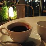 bills 横浜赤レンガ倉庫 - 気分的には、お酒とおつまみ的な感じでしたが、                             せっかくパンケーキの為に来たのですから、目的を遂行しなければ。                             飲み物は世界一の朝食的にはコーヒーでしょう。